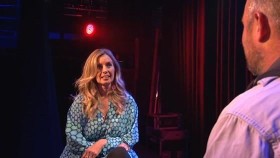 Candy Dulfer over saxofoon spelen in Podium de Flux