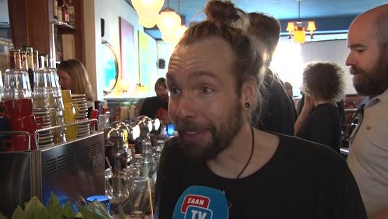 Nieuw café 'Het Pand' geopend door burgemeester Hamming