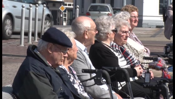 Kapotte lift bederft bijna bootreisje ouderen