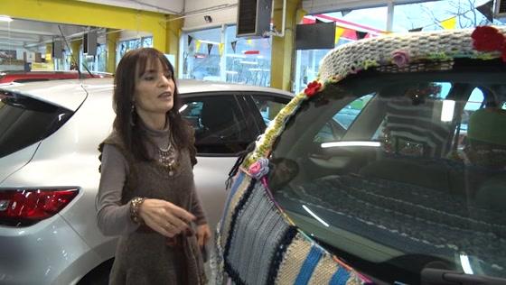 Ouderen steken auto in nieuw jasje