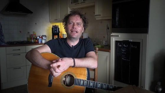 Ruben_Hoeke en zijn gitaren