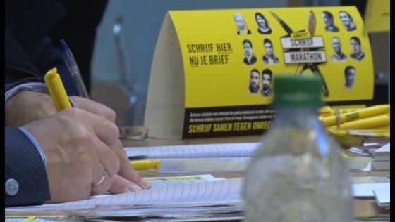 Schrijfmarathon Amnesty International in Stadhuis Zaanstad