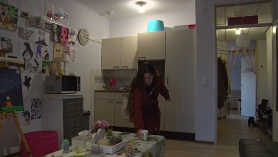 Tsira woont in haar eentje in groot pand: