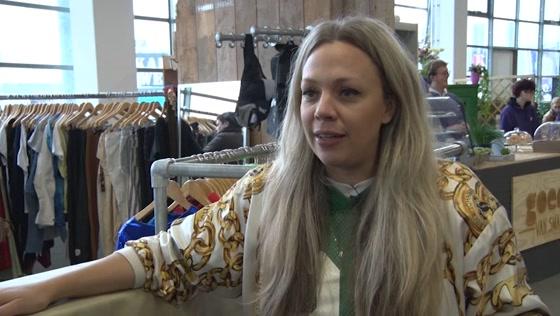 Vlogster Roosmarijn Koster haalt met vintage kleding ruim 1200 euro op voor goed doel