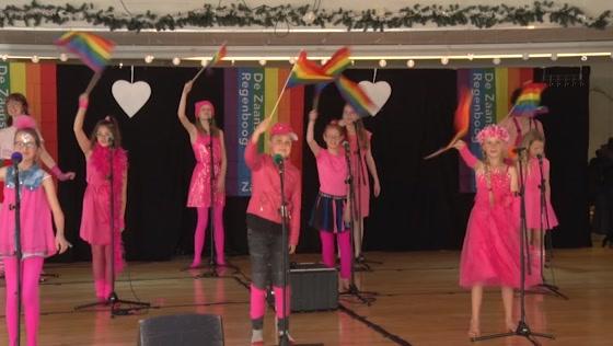 Zaanpride-lied door leerlingen Zaanse Theaterschool